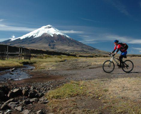 Ciclista y Cotopaxi_RAPOSA
